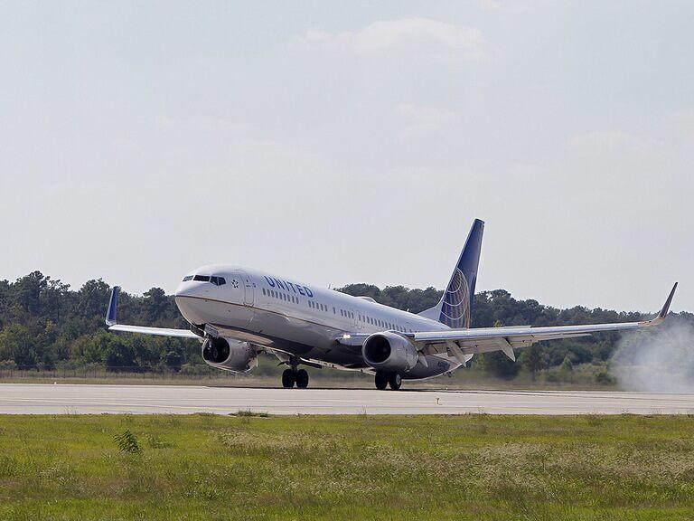 Airlines get a quarantine boost as FTSE 100 regains 7,000