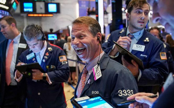 Mood helped by vaccine hopes, FedEx flies, gold tumbles