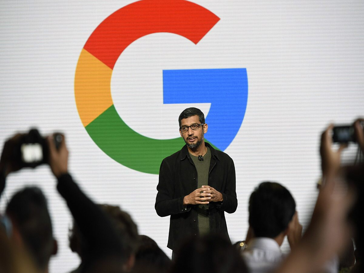 Who's backing Alphabet's share price?