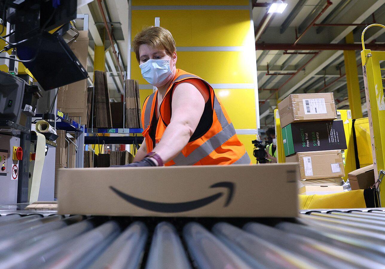 Amazon share price: Amazon warehouse