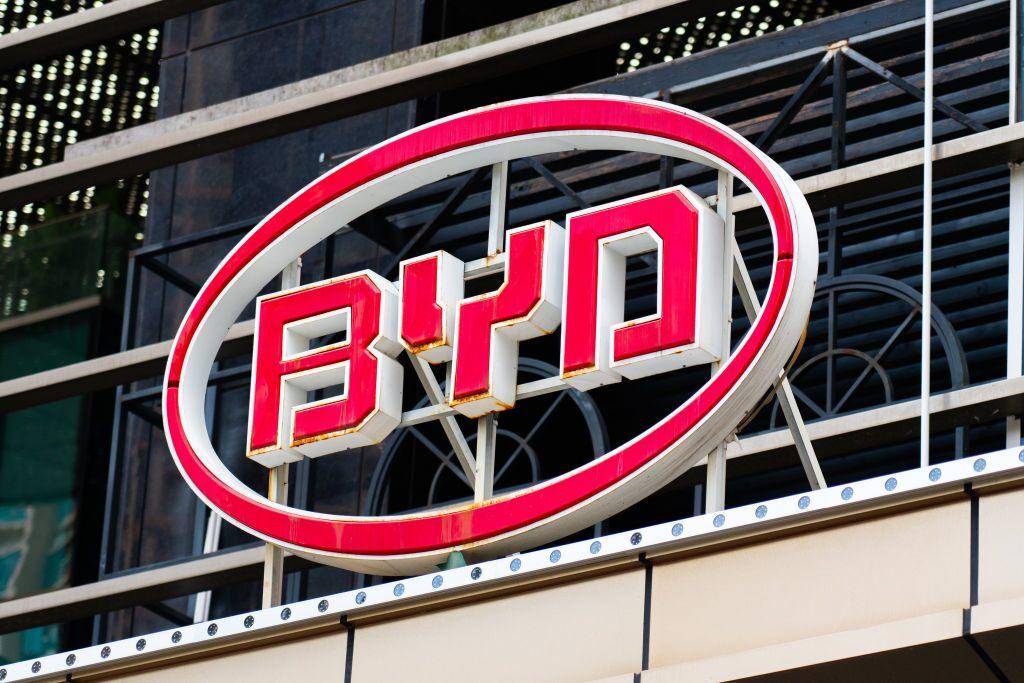 Ungeachtet von den Börsenturbulenzen steigt die BYD Aktie weiter