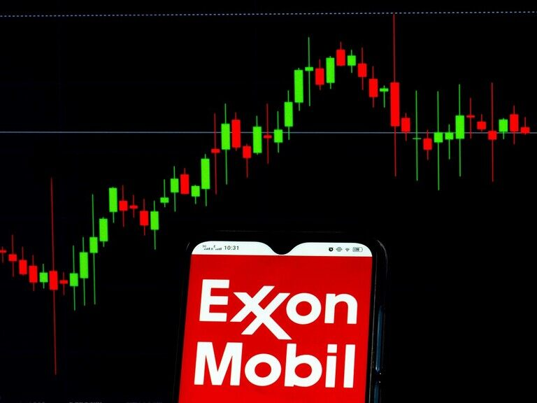 What does carbon capture technology mean for ExxonMobil's share price?