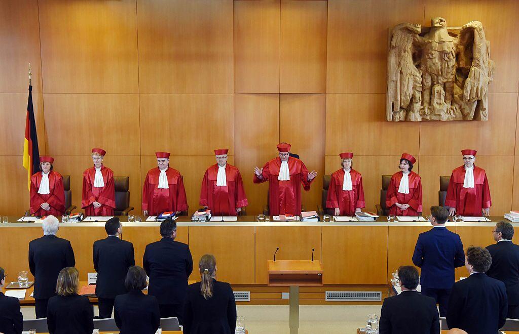 German court ruling sees euro slip lower