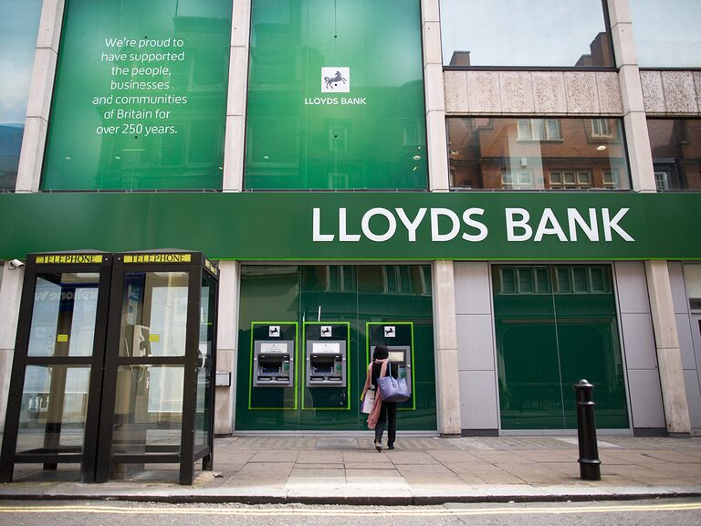 Lloyds' share price: dividend resumed as Osorio bids adeus