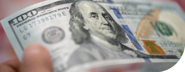 Spadek dolara przyspiesza, złoto ustanawia nowy rekord, a frank szwajcarski osiąga najwyższy od pięciu lat poziom
