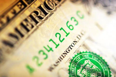US dollar under pressure ahead of non-farm payrolls