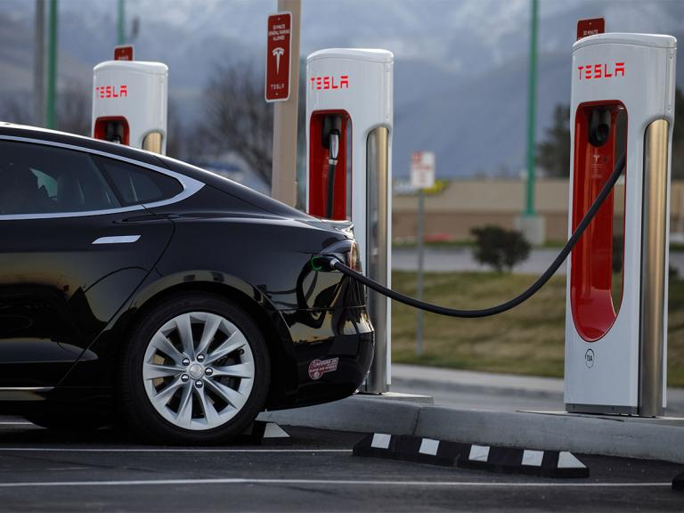 Should traders watch Tesla and Nio share prices in 2020?
