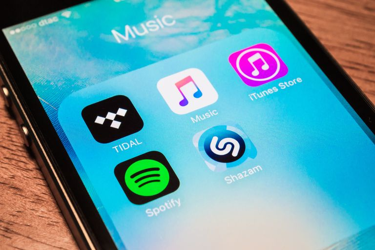 Spotify sees 2018 revenue growing 20-30%, slower than 2017