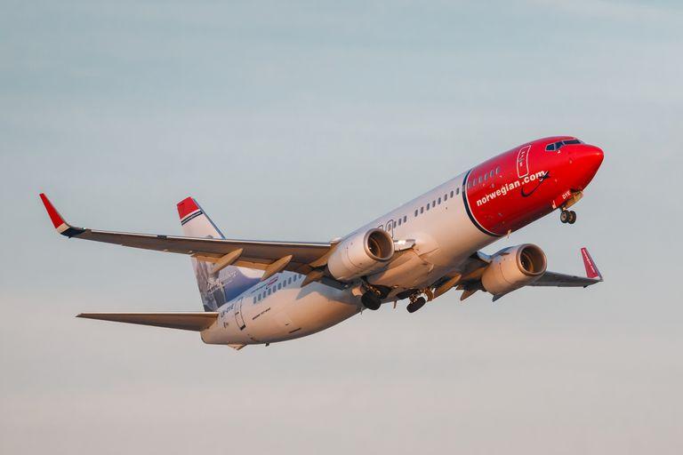 IAG takes stake in Norwegian