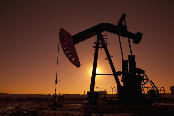 What are the options for trading on oil price volatility?